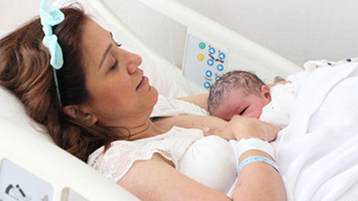La lactancia materna podría fortalecer el corazón del bebé.