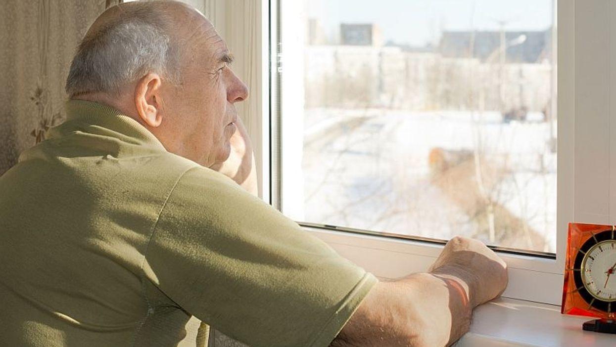 Los centros de vivienda asistida pueden hacer más por los pacientes con demencia, señalan unos expertos