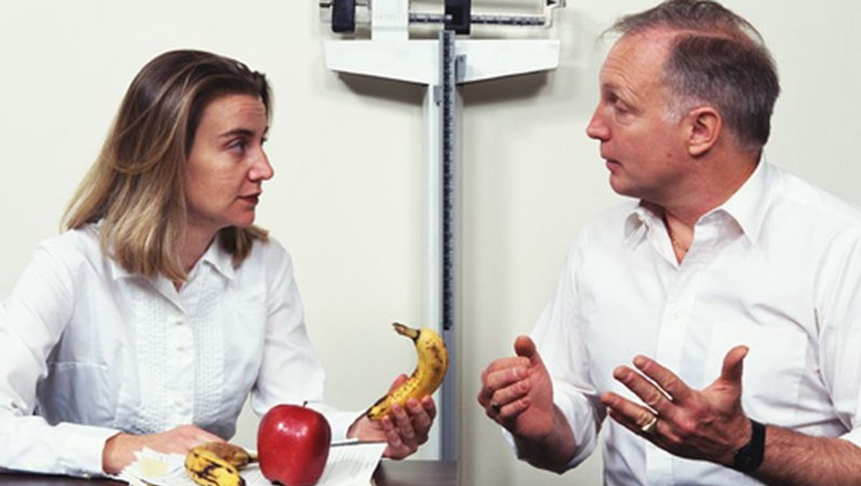 nutritionist discussing food