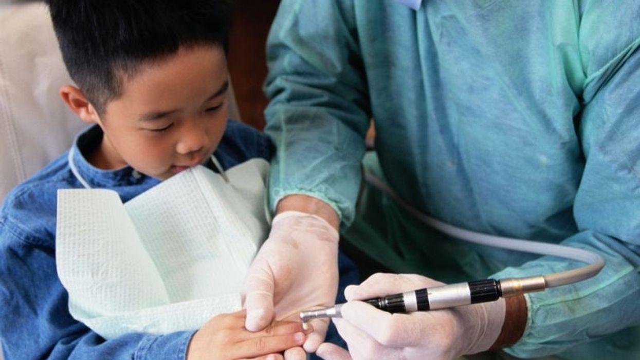 Pocos niños que van al dentista tienen COVID-19, encuentra un estudio