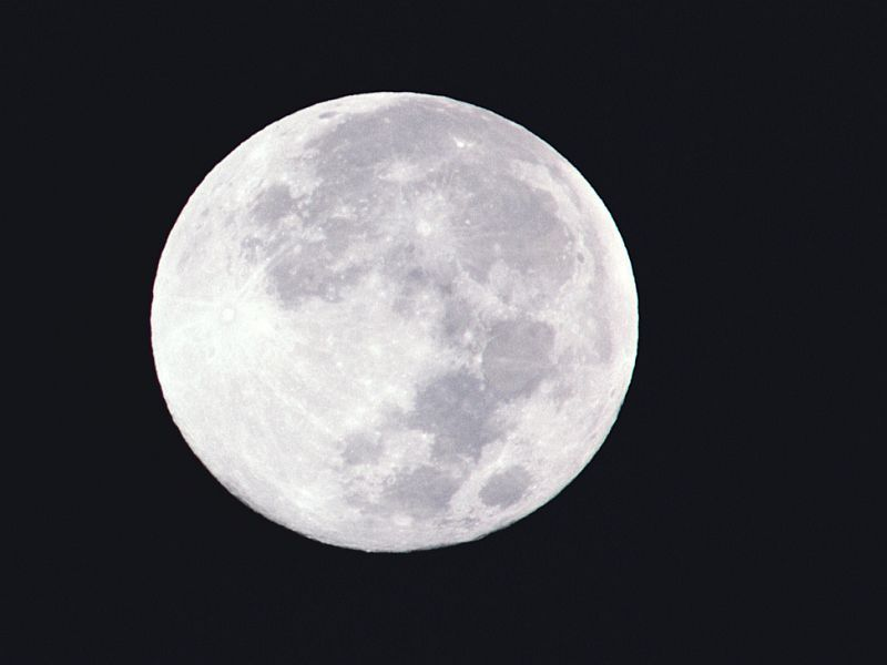 Do Menstrual Cycles Align With the Moon's Phases? thumbnail