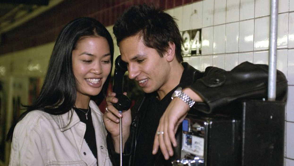 couple at the payphone