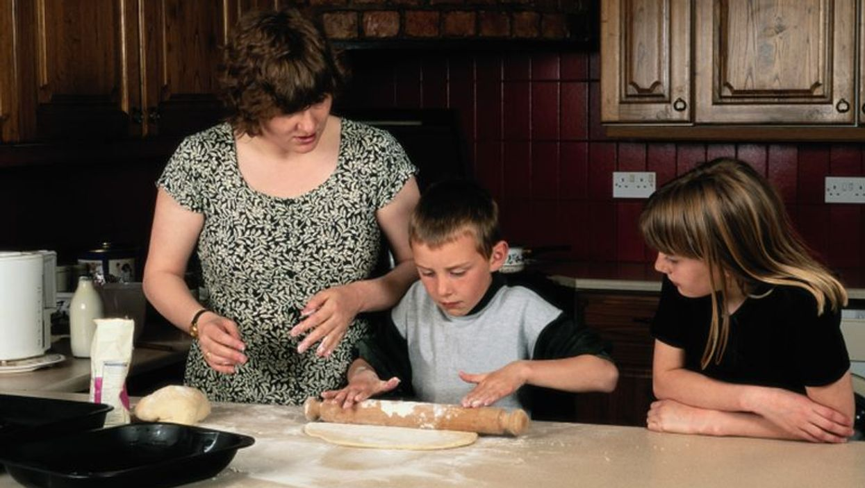 kids with mother in the kitchen
