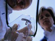 Các ám thị có tính trị liệu trong khi gây mê toàn thân có tác dụng cắt cơn đau
