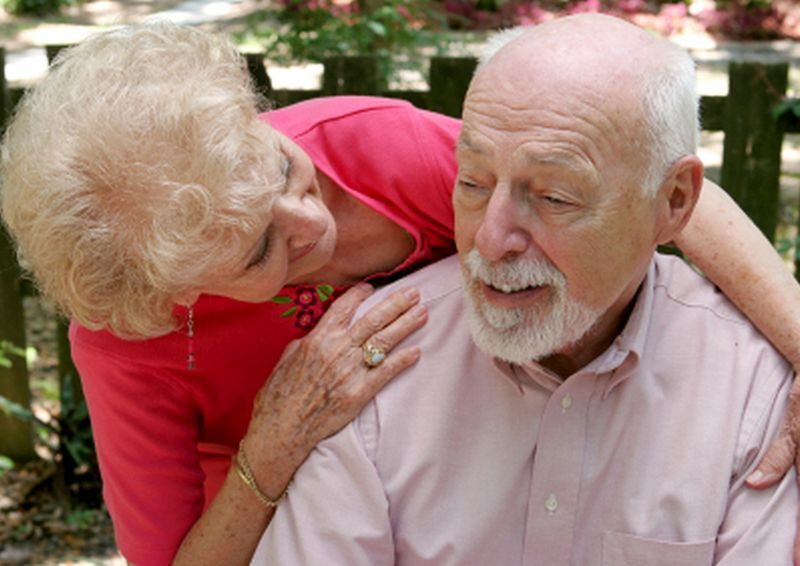 Alzheimer's May Strike Women and Men Differently thumbnail