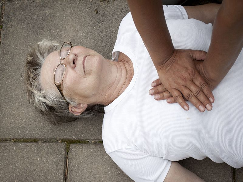 COVID CPR Safety Measures Don't Lessen Survival: Study