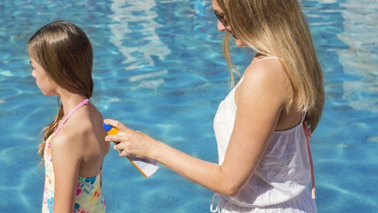mother applies sunscreen