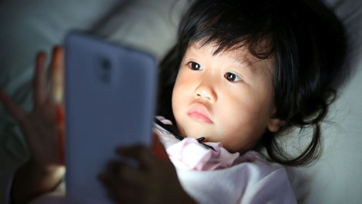 girl in bed with smartphone