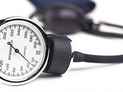 ضغط الدم المرتفع في منتصف العمر يُضرّ بمخّك
