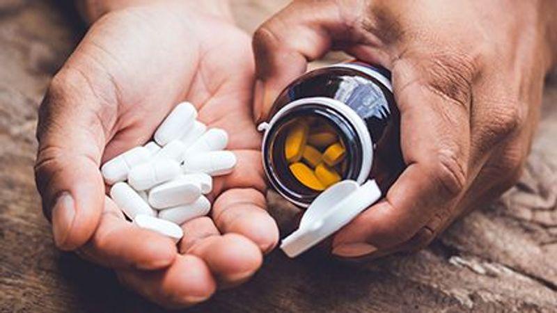 High-Dose Vitamin D Won't Prevent Seniors' Falls: Study