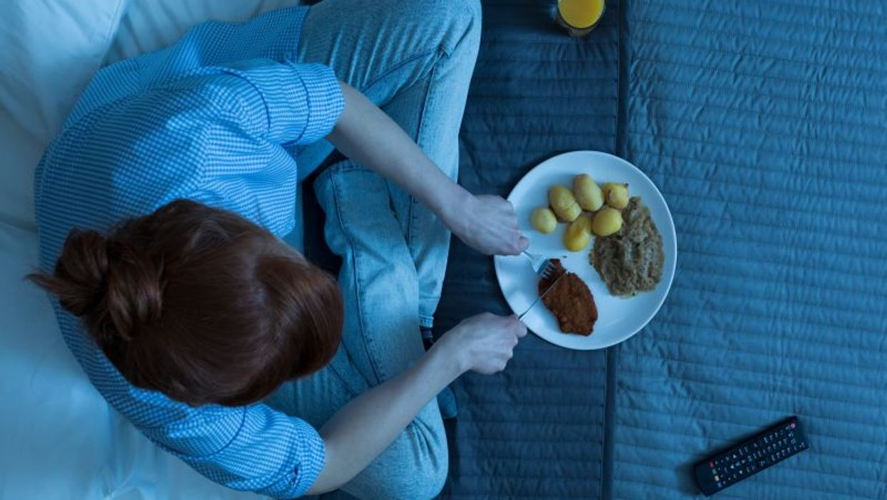 eating in bed and watching tv