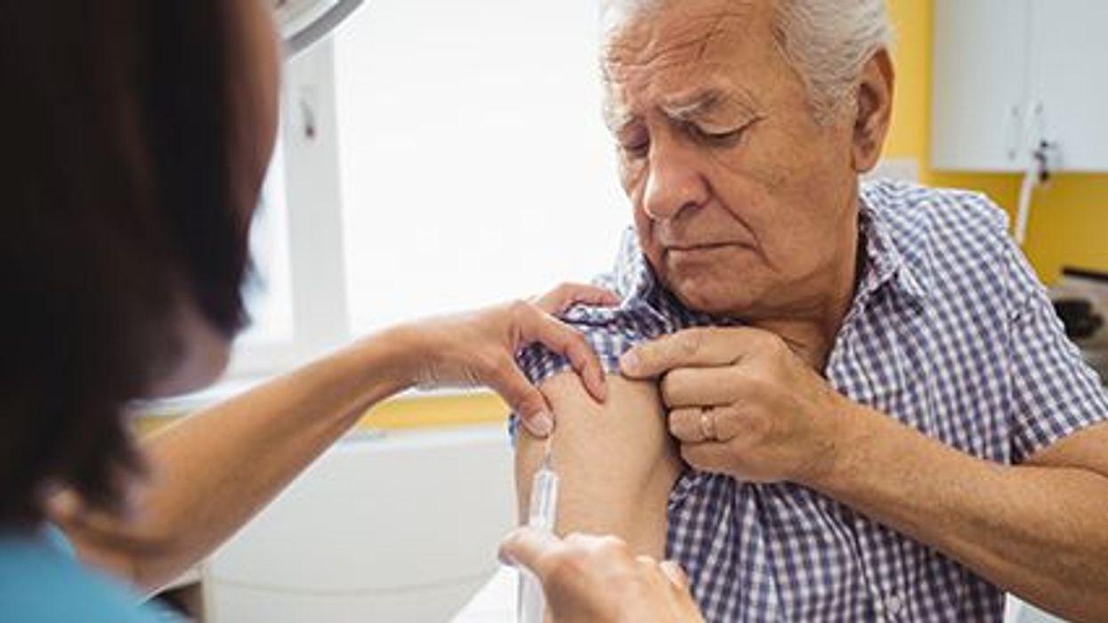 Dos vacunas comunes parecen reducir el riesgo de la enfermedad de Alzheimer