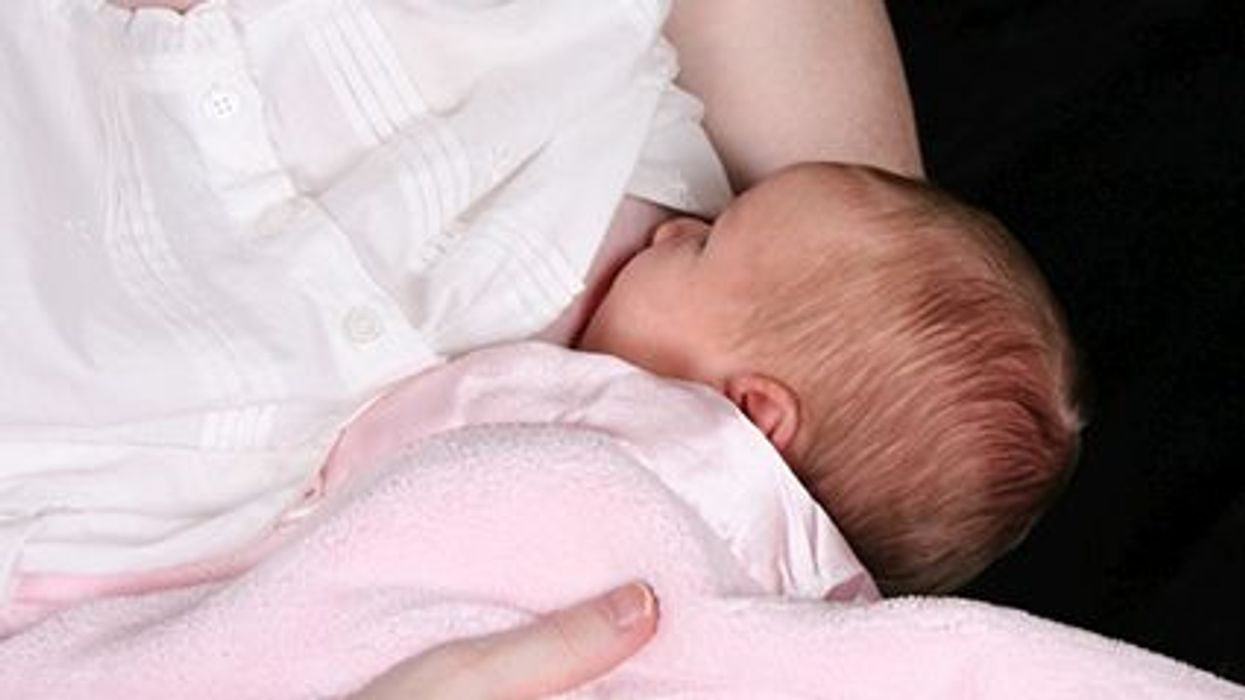De acuerdo con un estudio nuevo, el ejercicio durante el embarazo podría reducir el riesgo de por vida de enfermedad grave en el bebé
