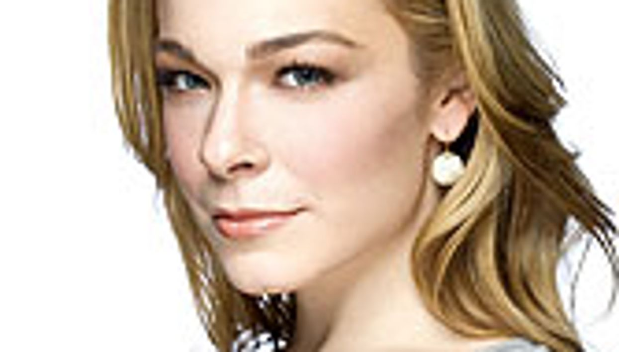 LeAnn Rimes Brings Battle With Psoriasis to Center Stage
