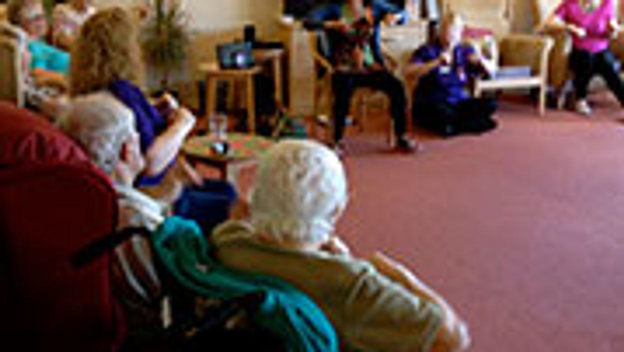 Yoga, Meditation May Help Dementia Patients and Caregivers Alike
