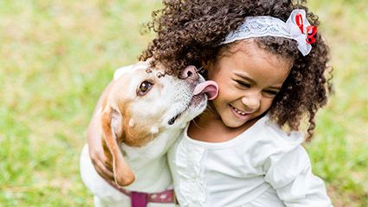 Tener una mascota en la niñez podría proteger su salud mental