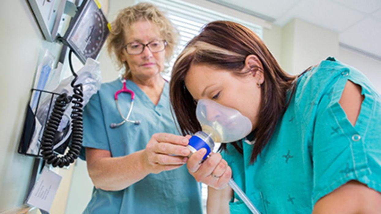 La mayoría de las mujeres reciben oxígeno durante el trabajo de parto, pero ¿realmente es necesario?
