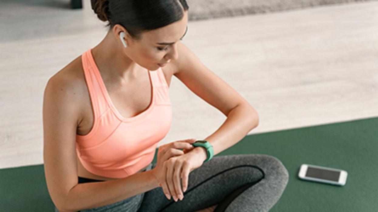 Un estudio nuevo halló que tan poco como 11 minutos de ejercicio a la antigüita lo mantendrán en forma durante la pandemia.