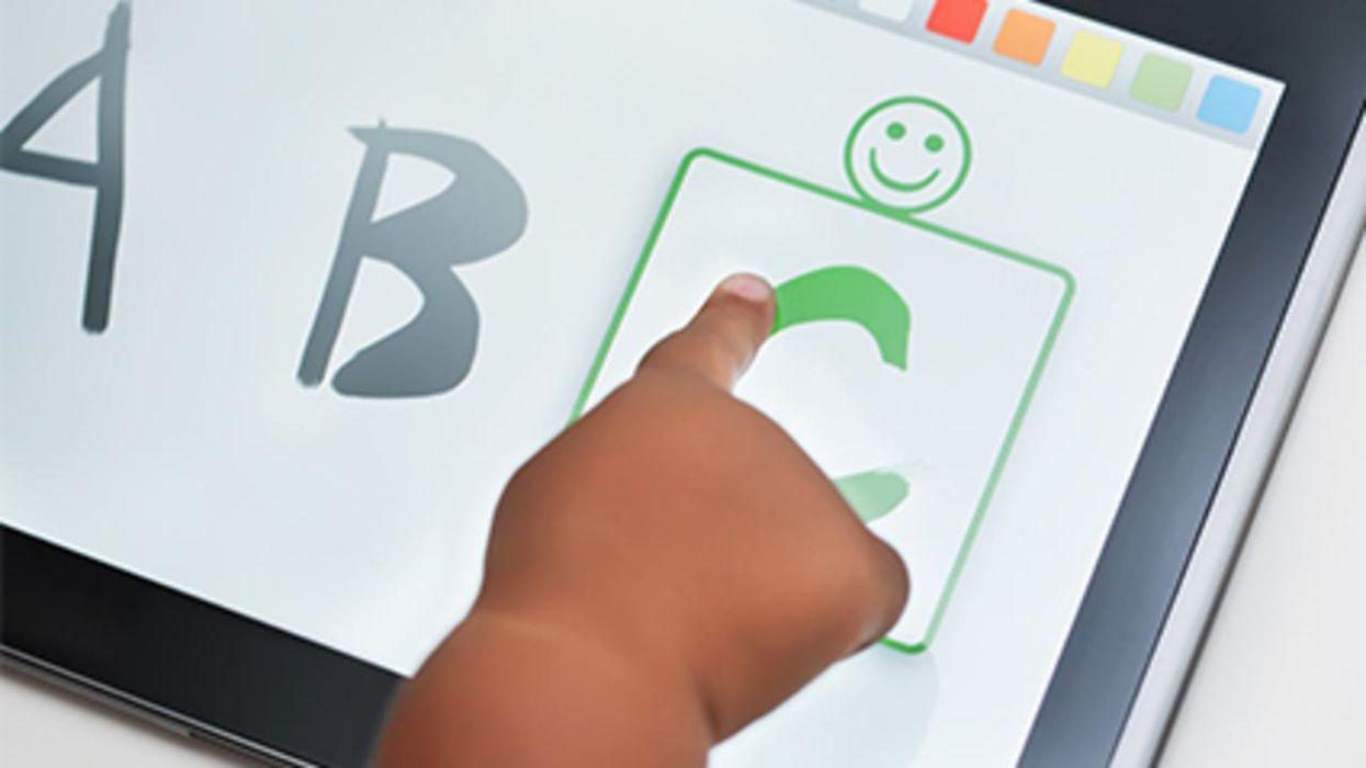 ¿Las pantallas táctiles hacen que los niños pequeños pierdan la concentración?