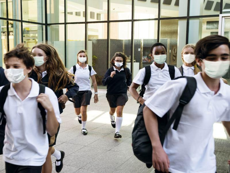 Most High School Students Are OK With Wearing Masks: Survey thumbnail