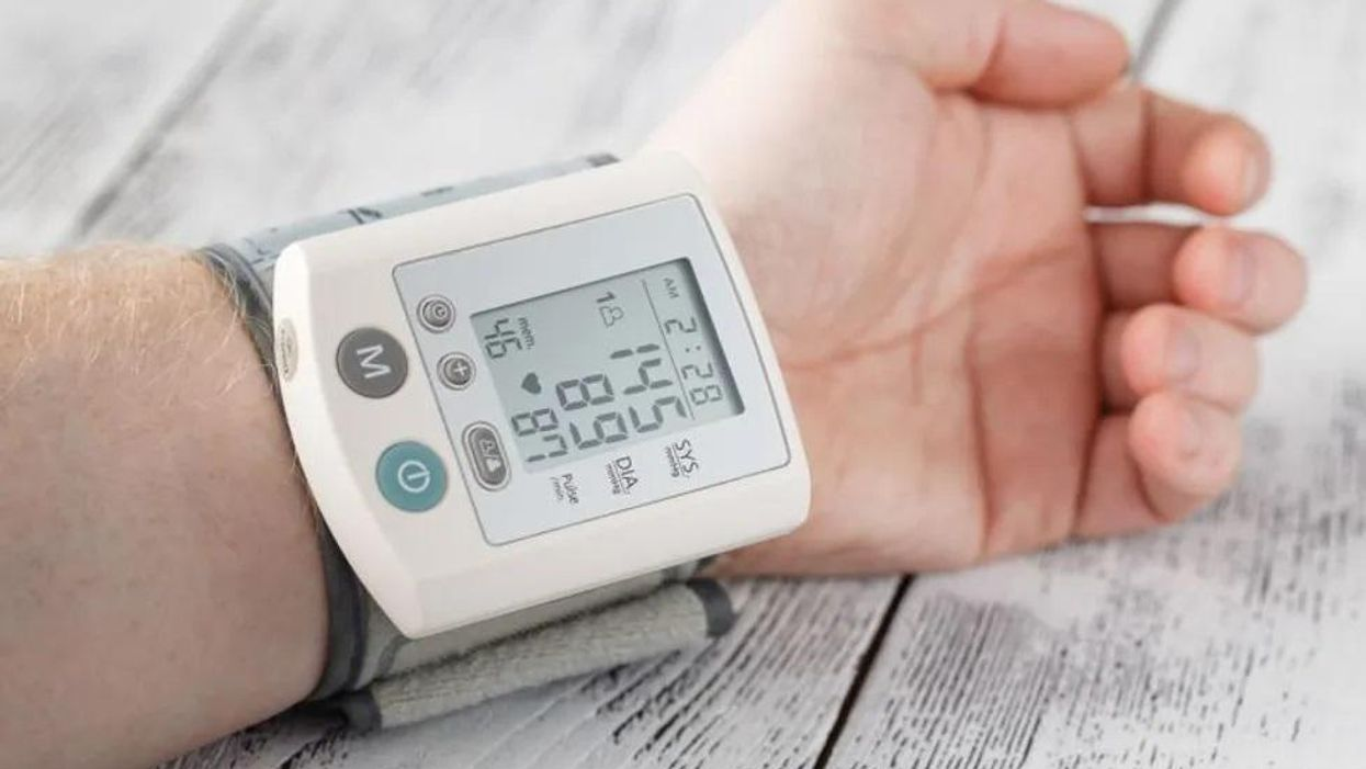 家庭血圧を下げるには減塩・野菜摂取+睡眠効率の改善を