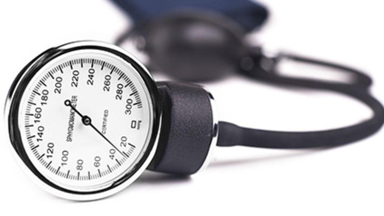 ¿Cuál es la mejor manera de tratar la presión arterial un poco alta?