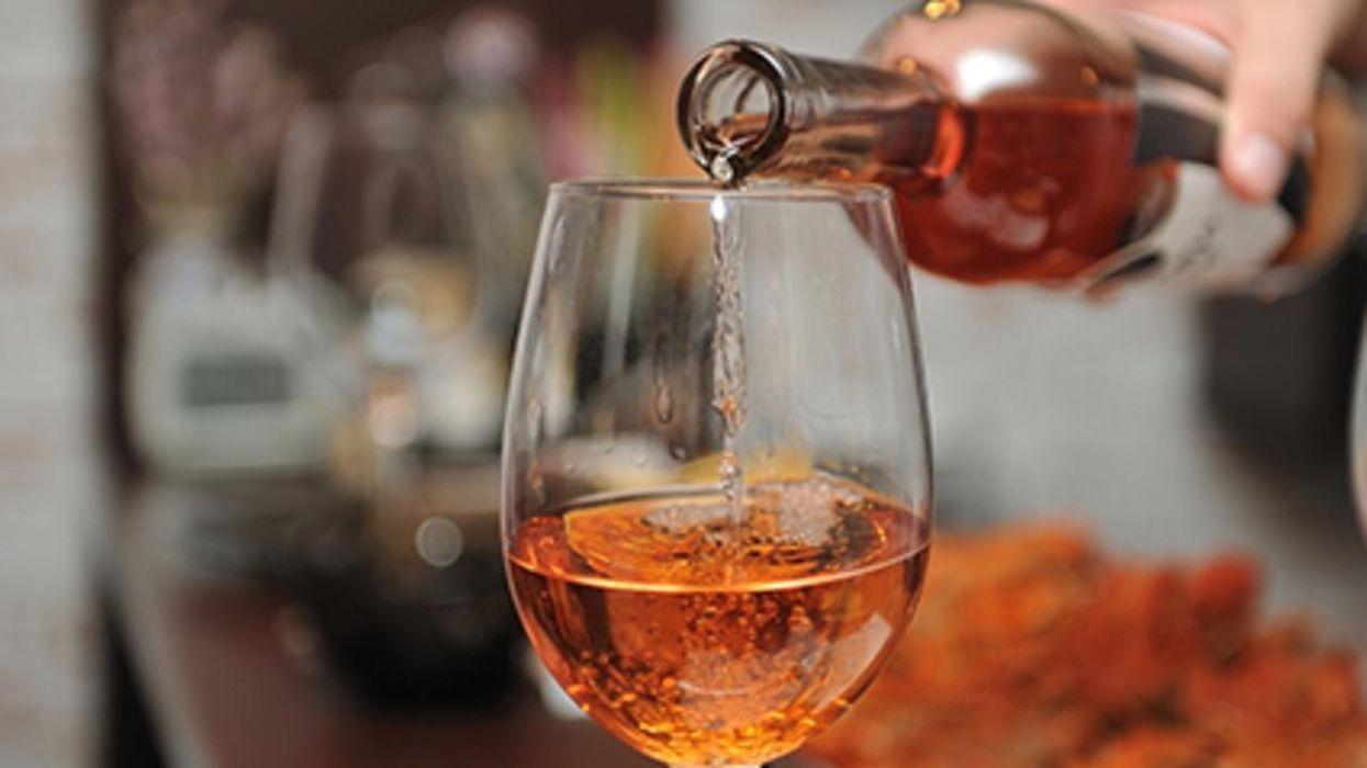 Un estudio nuevo halló que el consumo de bebidas alcohólicas durante la pandemia podría estar causando problemas gastrointestinales y hepáticos graves