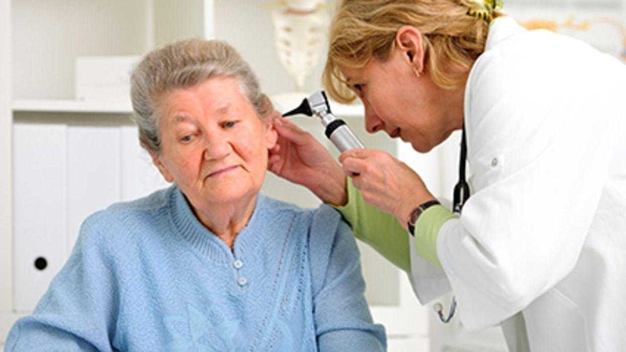 La osteoporosis podría aumentar las probabilidades de sufrir pérdida auditiva en las mujeres