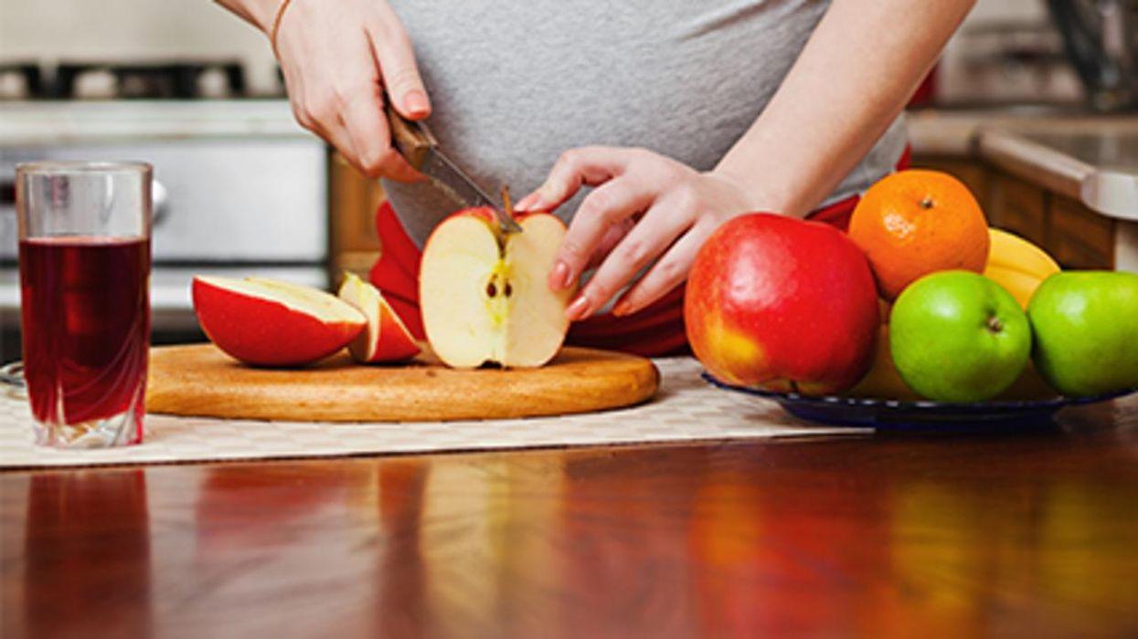 Un estudio halló que una alimentación saludable reduce el riesgo de complicaciones durante el embarazo