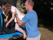El ataque de un caimán casi le costó el brazo a este padre y bombero