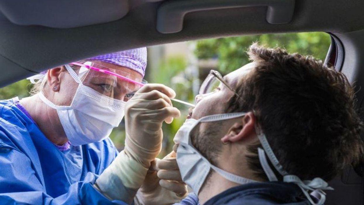 Los casos nuevos de COVID se duplican en EE. UU. en las tres últimas semanas