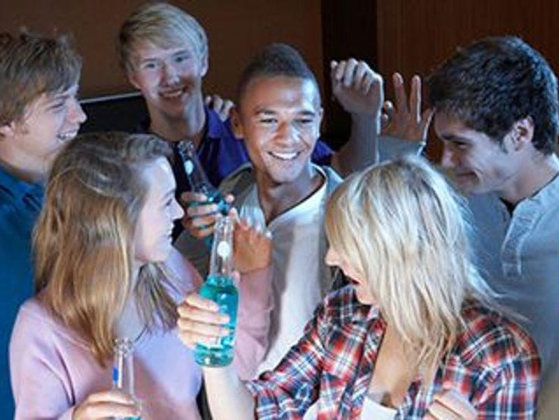 Heavy Drinking in Youth Could Harm Arteries