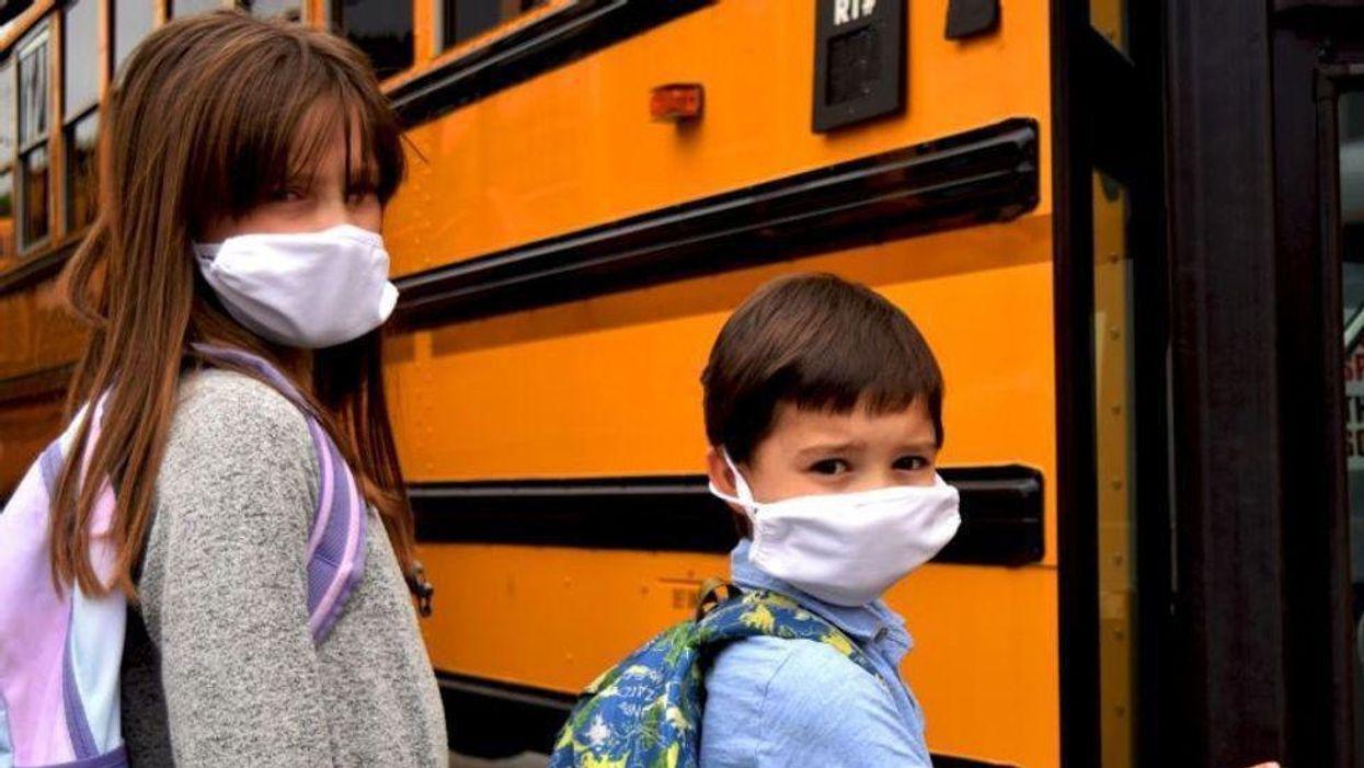 La obligatoriedad de las máscaras en las escuelas frena las infecciones, muestran unos estudios de los CDC