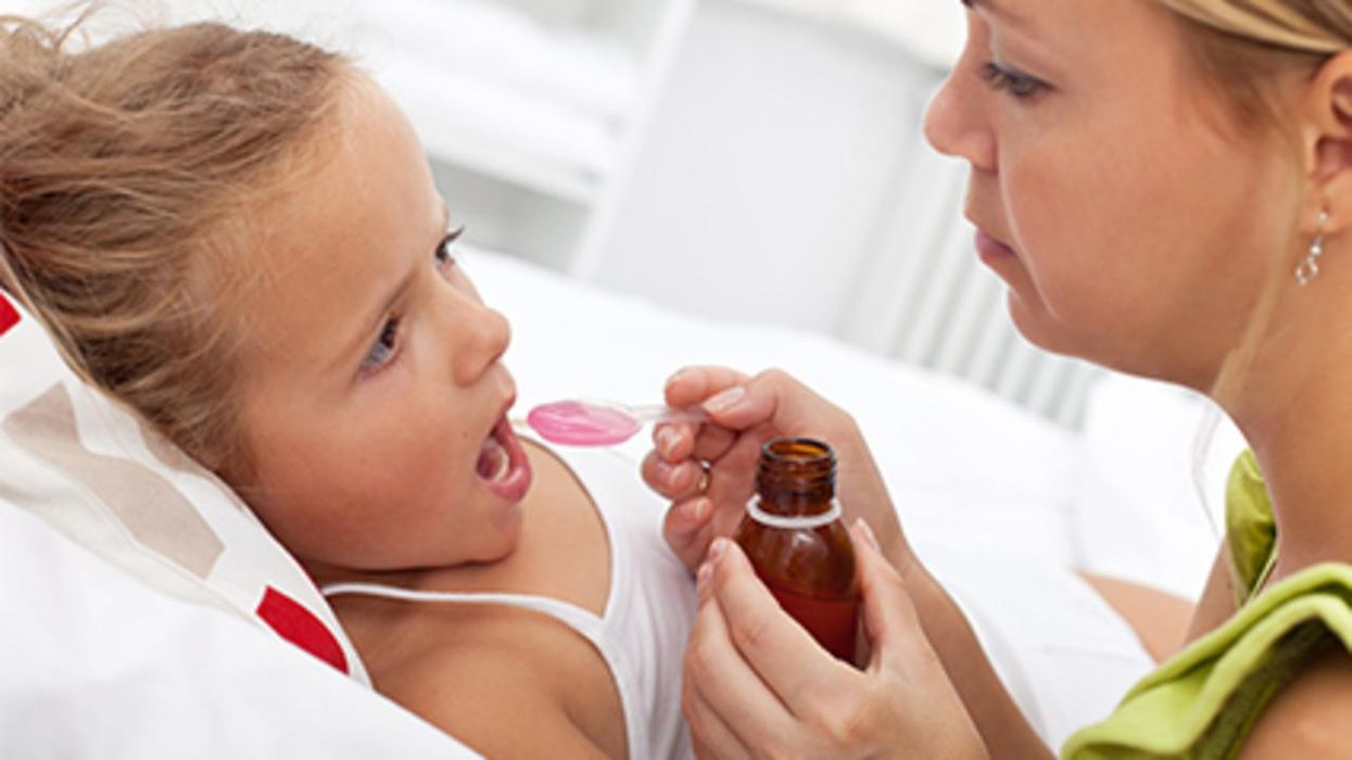 Los medicamentos de venta libre para el resfriado son peligrosos para los niños pequeños