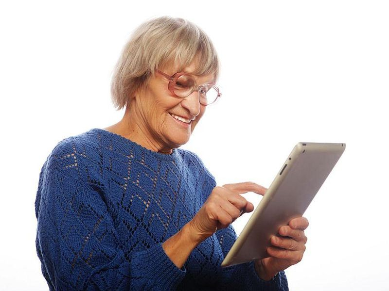 News Picture: Retired and Want to Stay Sharp? Hop on the Internet More Often