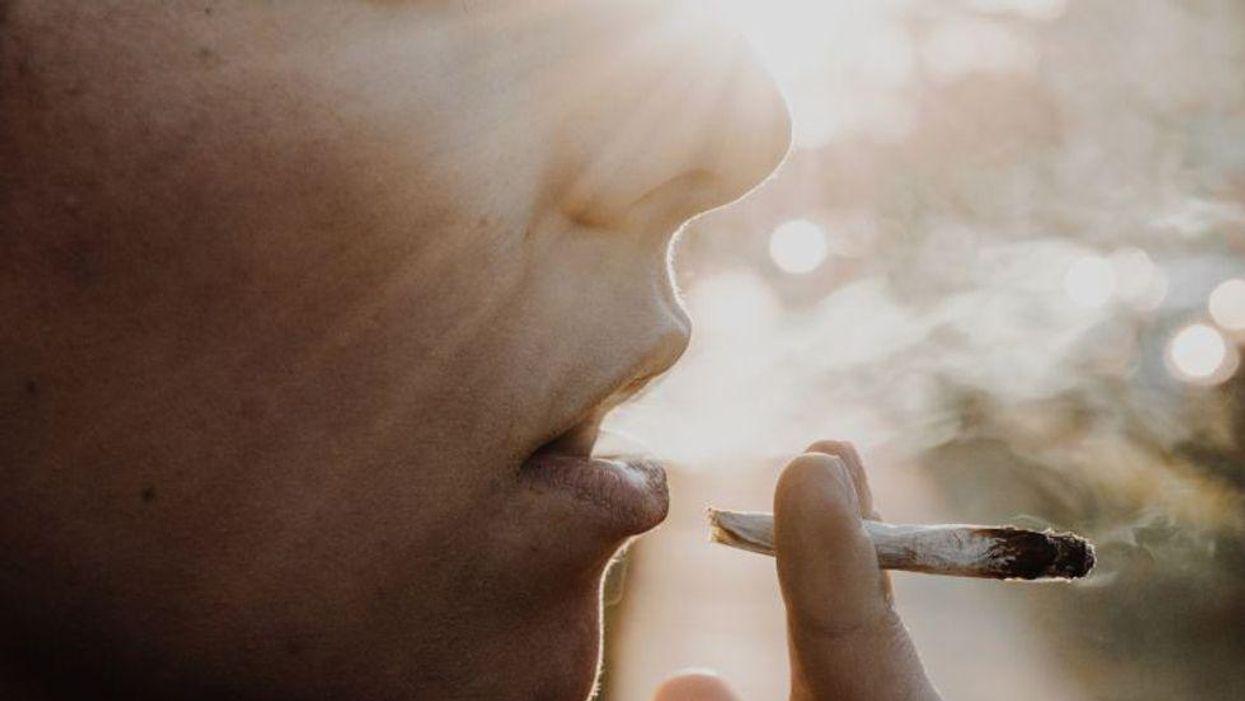 Los adolescentes que usan marihuana, cigarrillos electrónicos y cigarrillos se enfrentan a un triple peligro