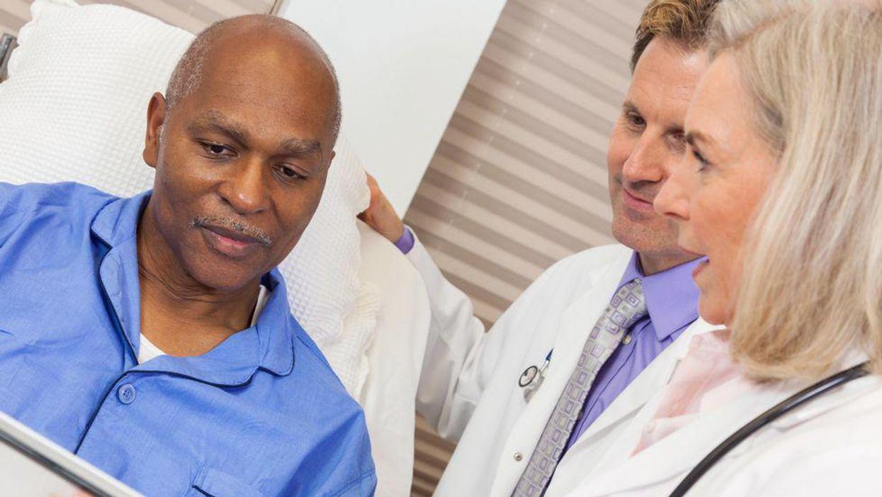 Los pacientes de color son menos propensos a recibir atención especializada que los blancos