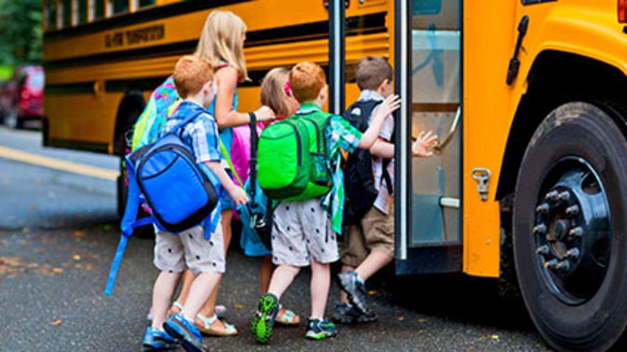 ¿Puede el COVID transmitirse fácilmente en los autobuses escolares repletos de gente?
